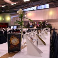 Tischkarte mit weißer Rose